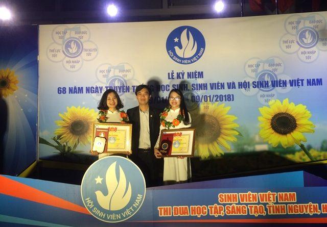 """Hai sinh viên Trường Đại học Nông – Lâm Bắc Giang nhận giải thưởng """"Sao tháng Giêng"""""""